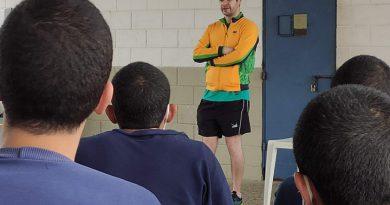 Fundação CASA de São Vicente recebe visita do mesatenista Israel Stroh